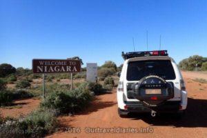 Heading to Niagara Dam near Kookynie - Western Australia